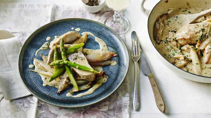 Chicken with asparagus and lemon crème fraîche sauce