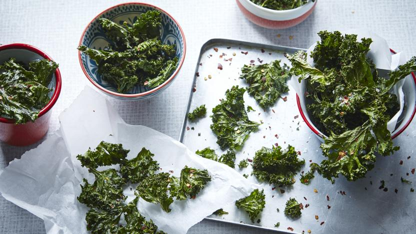 Chilli and garlic-spiced kale crisps