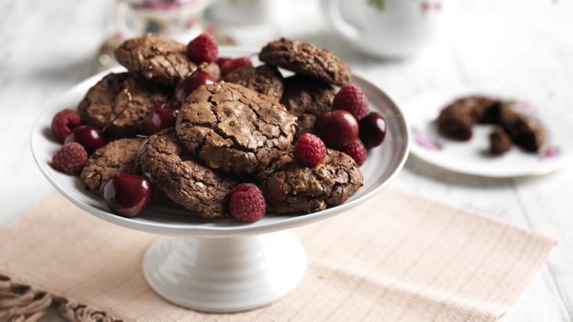 Chocolate cookies with scarlet fruit