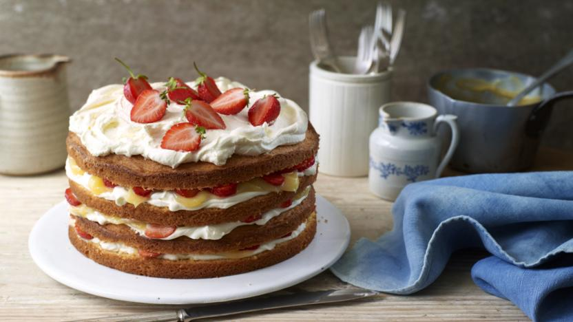 Cricket cake with strawberries and lemon curd