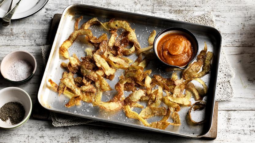 Crispy potato peeling crisps with squash ketchup