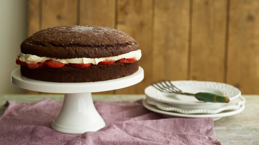 Sponge cake with plain flour and bicarbonate of soda