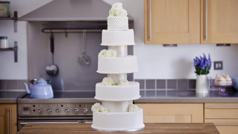Extravagant five-tiered wedding cake