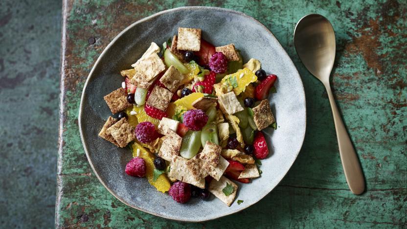 Fruit salad 'fattoush'