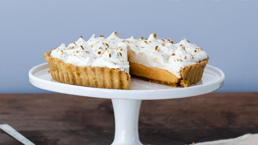Grapefruit and ginger meringue pie