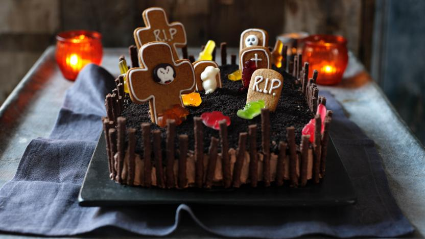 Halloween cake recipe bbc food halloween cake forumfinder Images