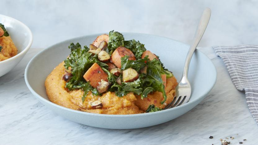 Harissa polenta with sautéed vegetables