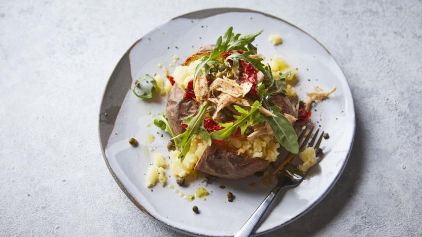 Jacket potato with tuna and sun-dried tomatoes
