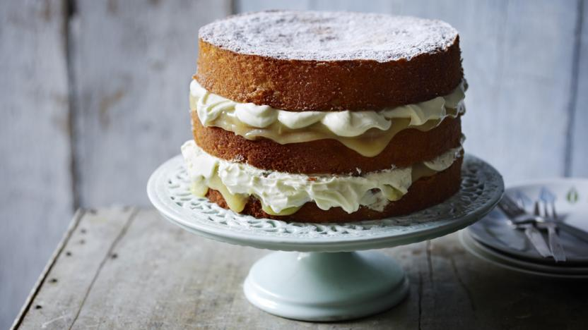 Lemon cake with lemon curd and double cream