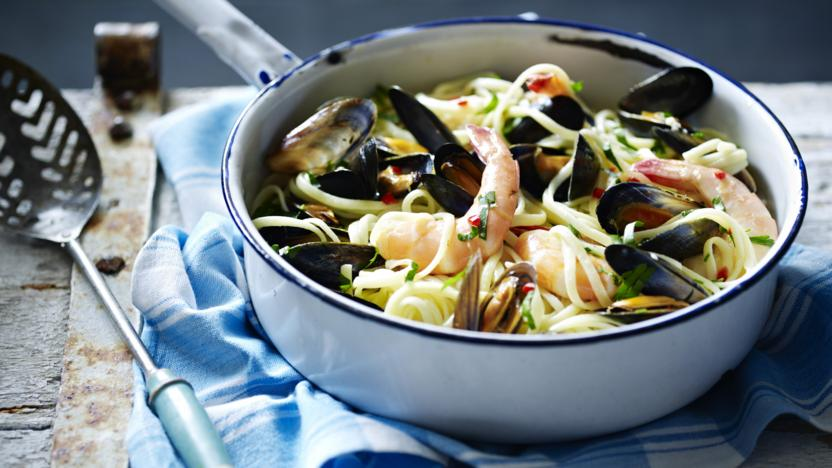 Linguine with prawns and mussels