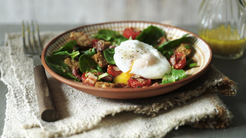 Bacon, egg and spinach salad with roasted tomatoes