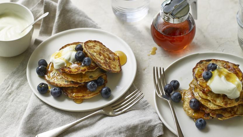 Low-FODMAP banana and oat pancakes
