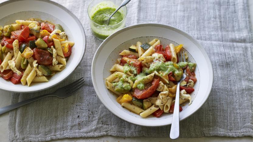 Low-FODMAP pepper and mozzarella pesto pasta