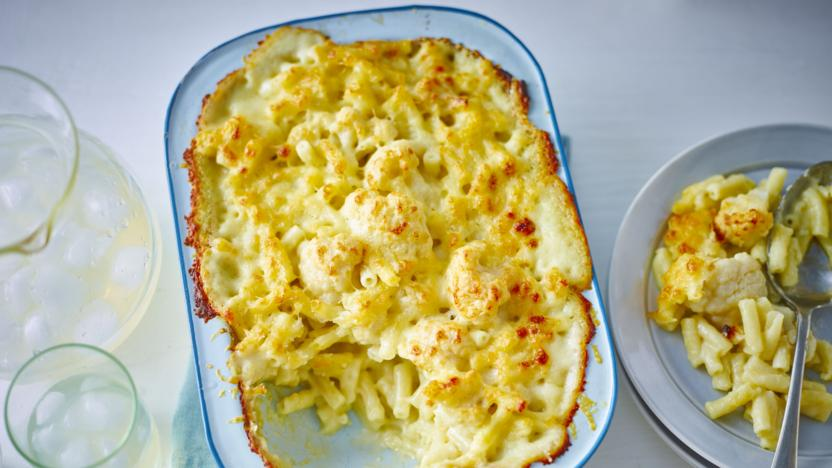 Macaroni cauliflower cheese