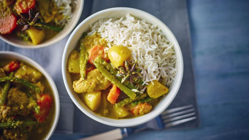Slow cooker chicken curry recipe bbc food slow cooker chicken curry forumfinder Images