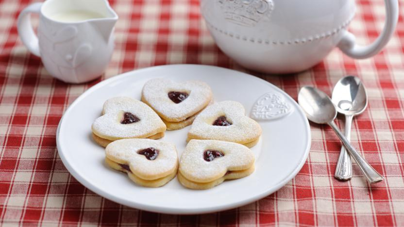 Jam-filled butter biscuits (sables)
