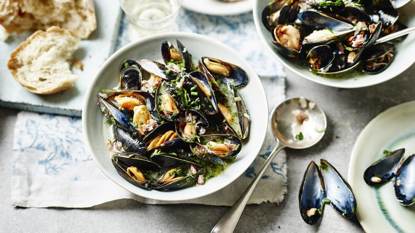 Mussels with Bayonne ham and shallots