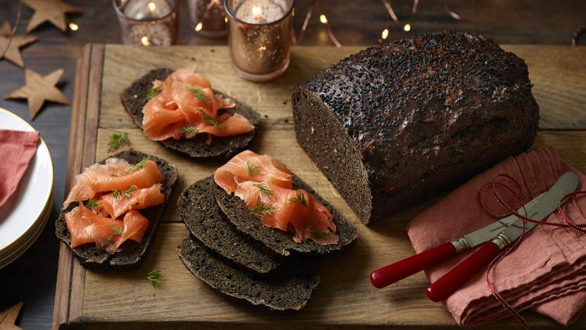 No-knead black bread