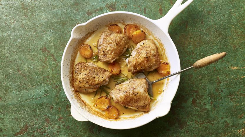 One-pan chicken with ginger and apricots