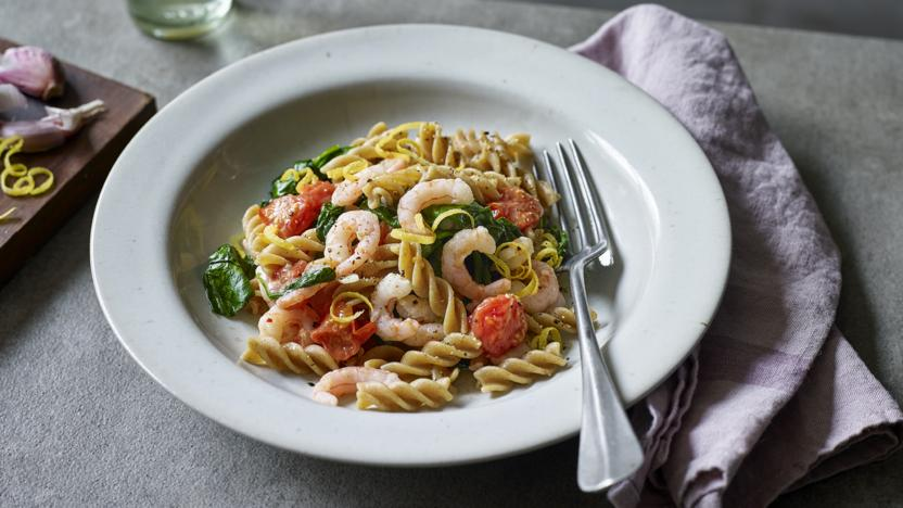 One pot prawn, spinach and tomato pasta