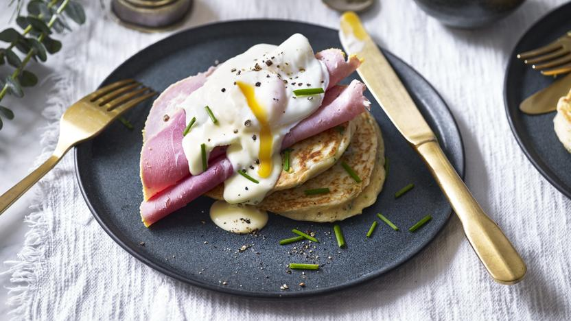 Pancakes with poached egg, ham and easy hollandaise