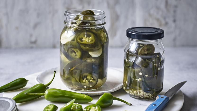 Pickled jalepeño chillies