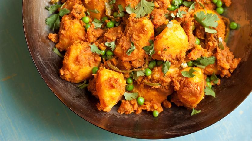 Potato and pea curry (aloo dum)