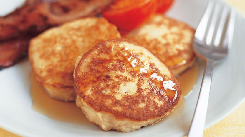 Potato drop scones with grilled bacon and tomato