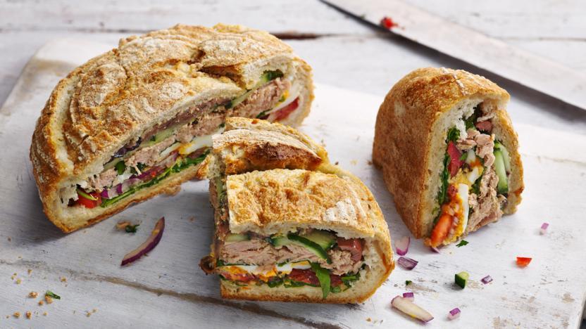 Provençal picnic sandwich (Pan bagnat)