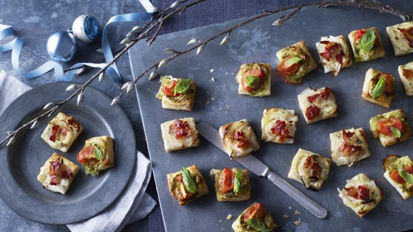 Puff pastry pizza bites