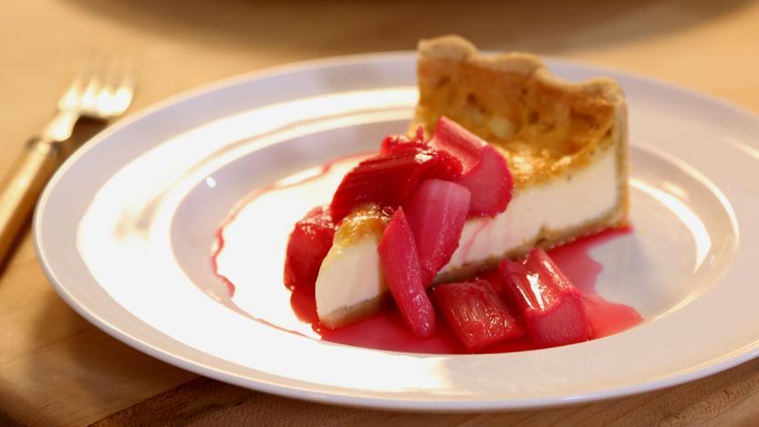 Rhubarb and custard tart