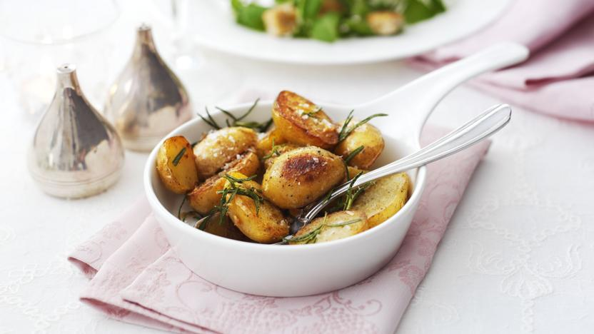 Sautéed potatoes with lemon and rosemary