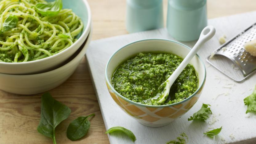 Salad leaf pesto