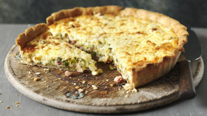 Smoky bacon and leek quiche