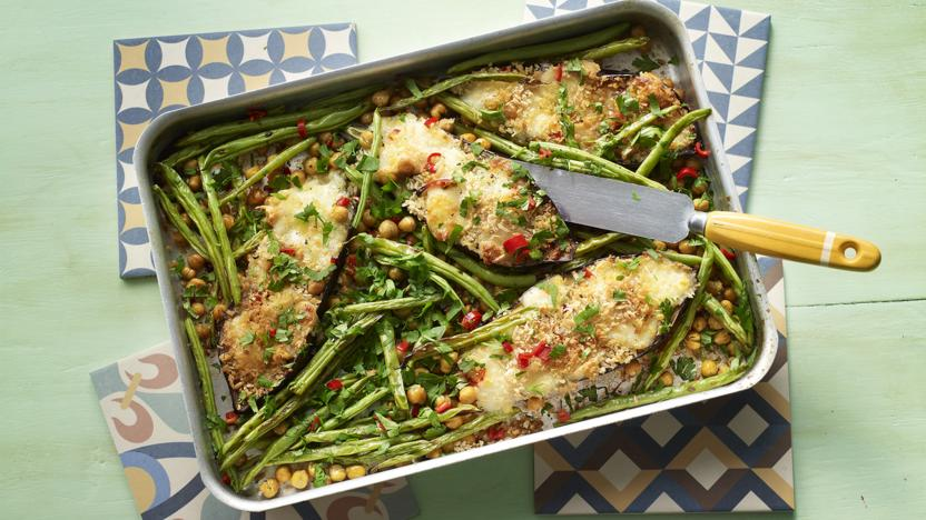 Spicy mozzarella aubergines with green beans and chickpeas