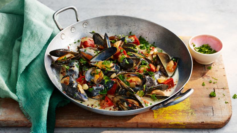 Spicy mussels with chorizo and cider