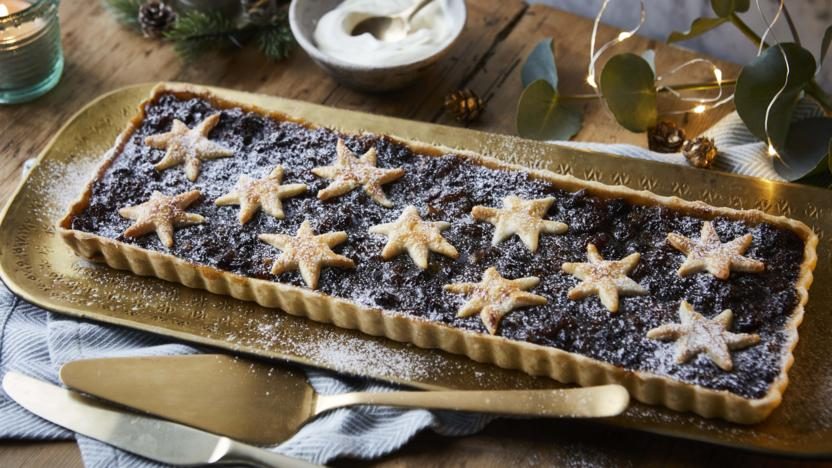 Star mincemeat and marzipan tart