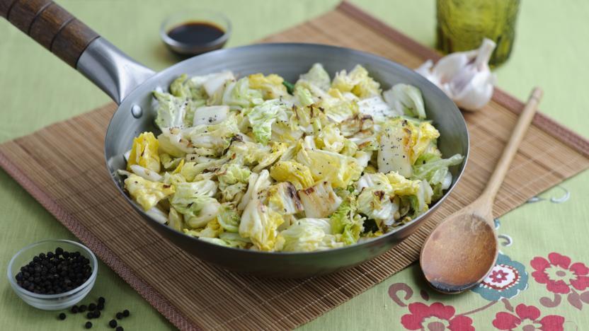 Stir-fried cabbage with garlic