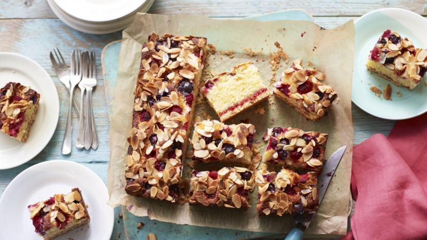 Summer berry shortbread cake recipe