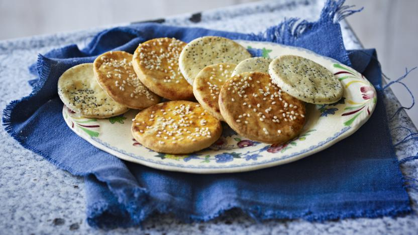 Sun-dried tomato and poppy seed savoury biscuits