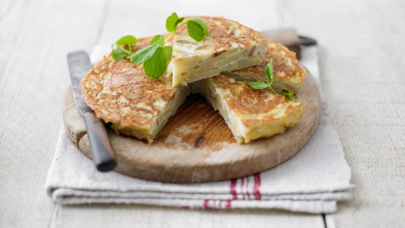 Spanish omelette recipe bbc food spanish omelette forumfinder Image collections