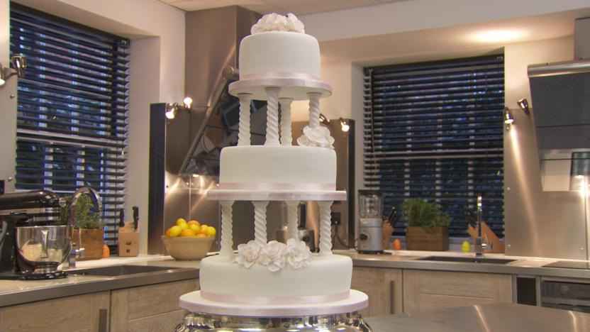 Traditional wedding cake recipe - BBC Food