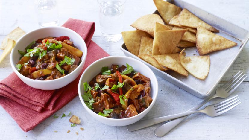 Vegetable chilli with tortilla chips