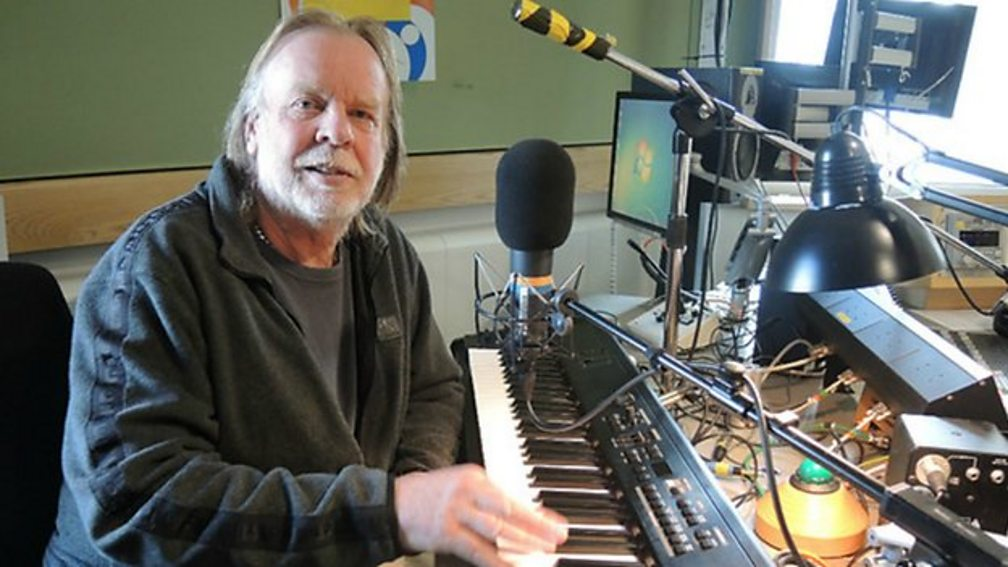 In the final hour of Drivetime, Rick Wakeman joins Simon Mayo to play your David Bowie requests.