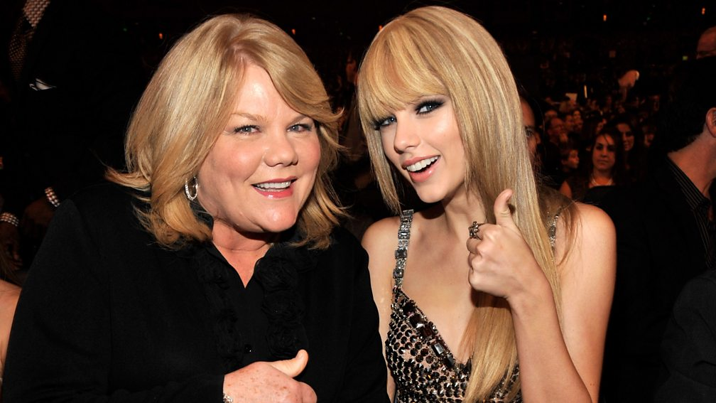 Andrea Swift and Taylor at the 2010 American Music Awards
