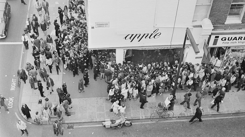 Crowds outside the Apple Boutique on the day of its closing, 31 July 1968