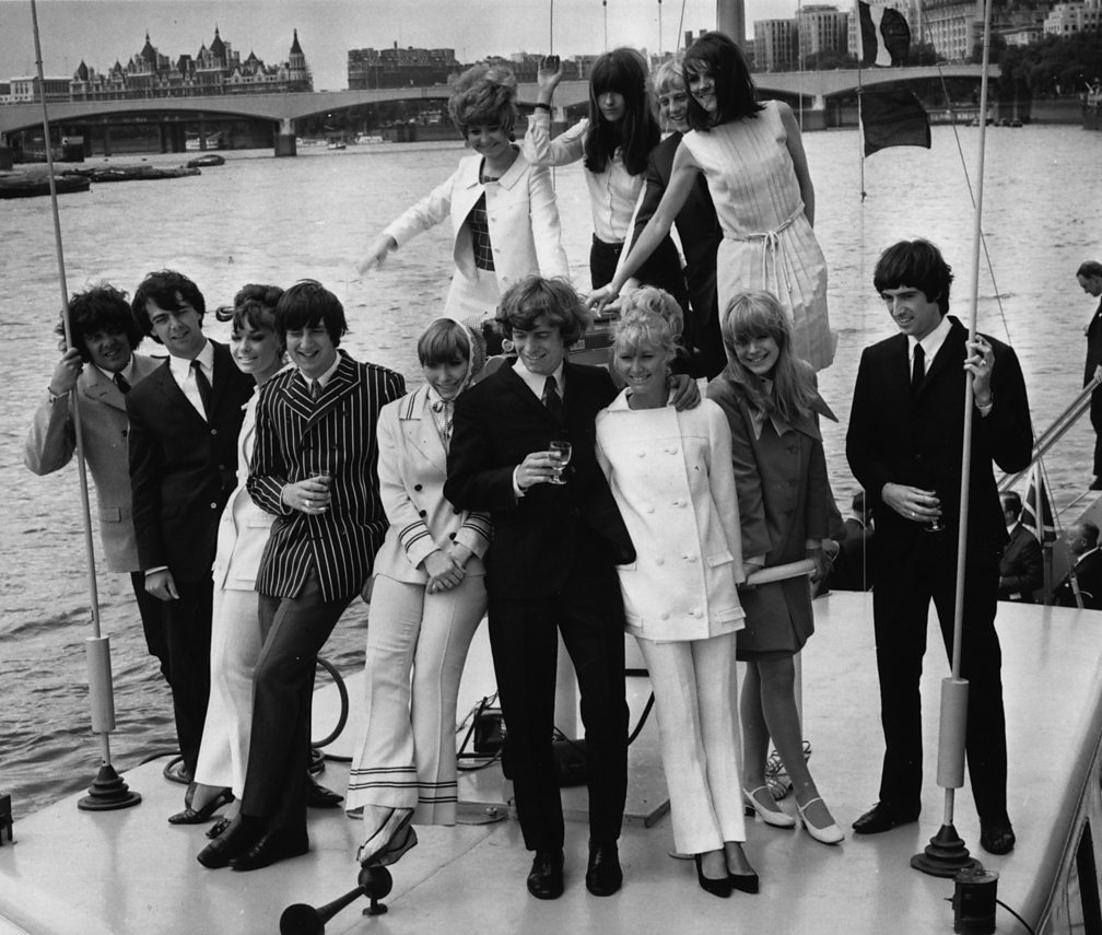 Pop group Unit 4 + 2 and the Go-Jos with Marianne Faithfull (front row) and (back row from left to right) Lulu, TV presenter Cathy McGowan, and Sandie Shaw, London, 1966