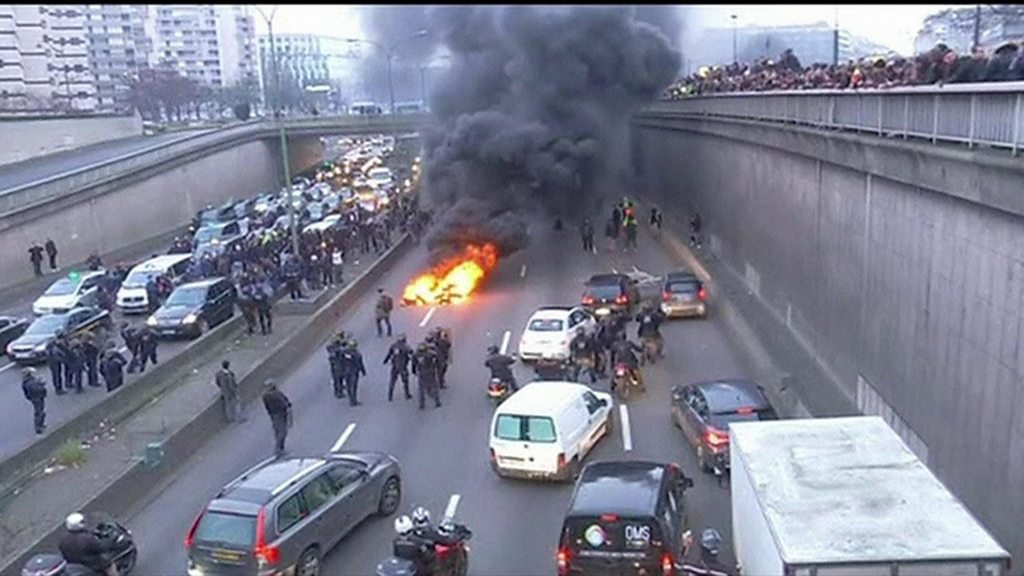 anti uber taxi drivers block paris road during strike bbc news. Black Bedroom Furniture Sets. Home Design Ideas