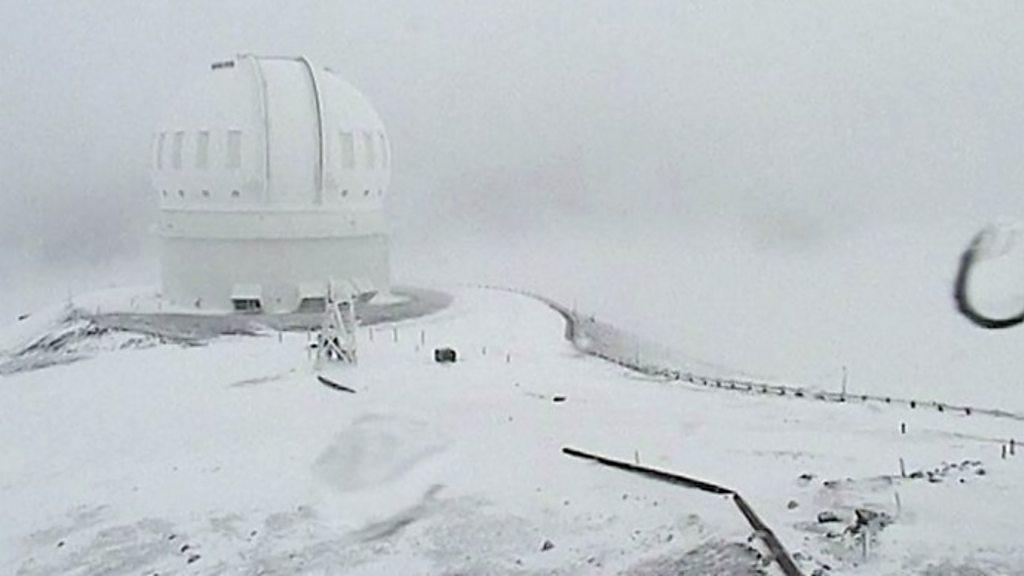 Tropical Hawaii hit by heavy snowfall