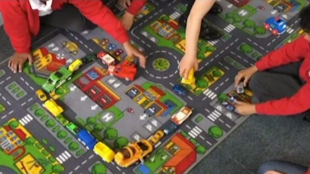 Virtual reality app to teach road safety to children